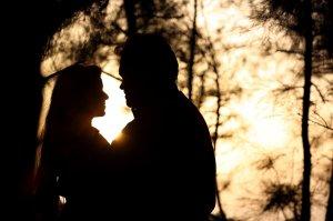 HOROSCOP DRAGOSTE 21 OCTOMBRIE. Fecioarele își molipsesc partenerii cu starea lor bună, Taurii sunt sprijiniți de partener