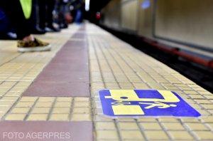 Ce făcea o femeie din București în metrou. Călătorii au scos telefoanele și au început să filmeze