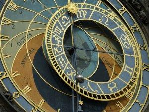 HOROSCOP. Obiceiurile nesănătoase ale fiecărui nativ din zodiac. Taurii sunt prea introvertiți, Vărsătorii amână lucrurile pe care le au de făcut