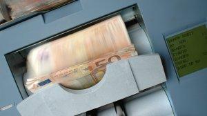 Leul atinge un minim istoric în raport cu euro, după dezastrul bugetar anunțat de ministrul Finanțelor