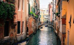 Veneția e în stare de alertă. Se pregătește să înfrunte din nou invazia apelor, din cauza vântului puternic din larg