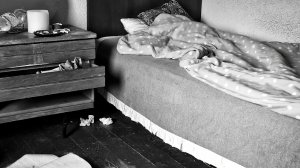 Descoperire șocantă într-o locuință din Botoșani. Era căzut lângă pat, iar în casă se simțea un puternic miros de gaz metan