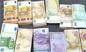 O femeie a fost prinsă la vama Giurgiu cu 240.000 de euro lipiți de corp. Ce dorea să facă cu banii