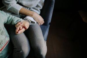 I-a trimis un SMS fiului ei să-l întrebe dacă vine cu ea acasă. În loc de răspuns a primit o veste care a căzut ca un trăsnet! Copilul era deja mort