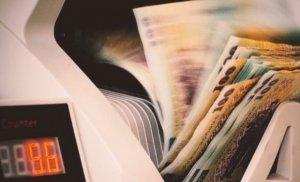 Cursul valutar a explodat din nou: Lira sterlină, cel mai mare nivel din iunie 2016