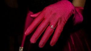 Un român a dat o sumă importantă pentru a cumpăra un inel purtat de Rihanna pentru a-și impresiona iubita