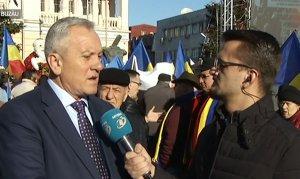 Protest în centrul Buzăului! Sute de persoane au ieșit în stradă pentru susținerea cercetătorului Costel Vânătoru, schimbat din funcție de Guvernul Orban